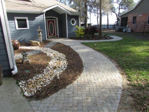 Pavers and Mulch Pathway